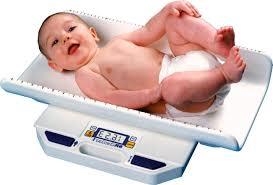 Surveiller le poids de son bébé : un fondamental